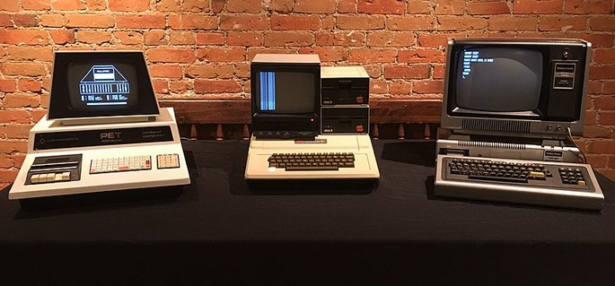 Commodore PET 2001, Apple II e TRS-80 Model I - computadores de terceira geração (1977)