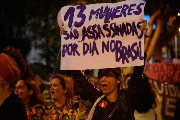 13 mulheres são assassinadas por dia no Brasil