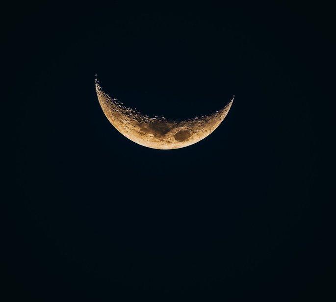fotografia da lua crescente