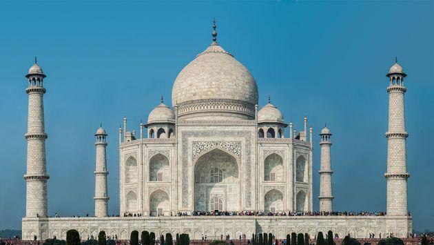 O Taj Mahal, na Índia, foi construído inteiramente com mármore